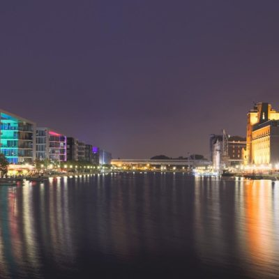 Picture of the city of Duisburg at night with reflecting lights in the water