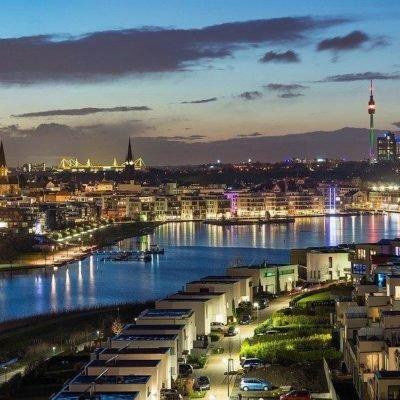 Bild von Dortmund bei Abenddämmerung und schöner Beleuchtung