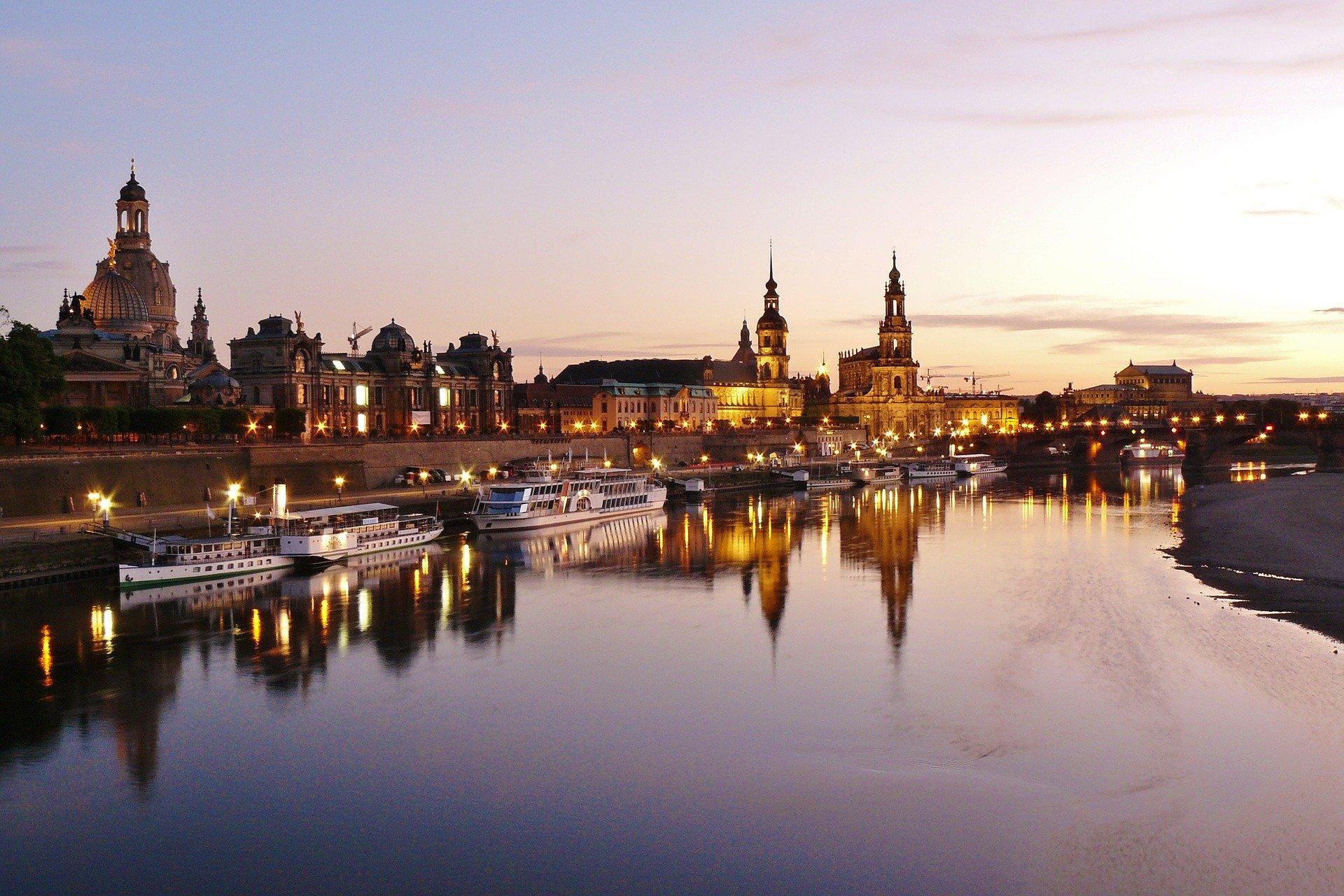 Bild von Dresden bei Abenddämmerung