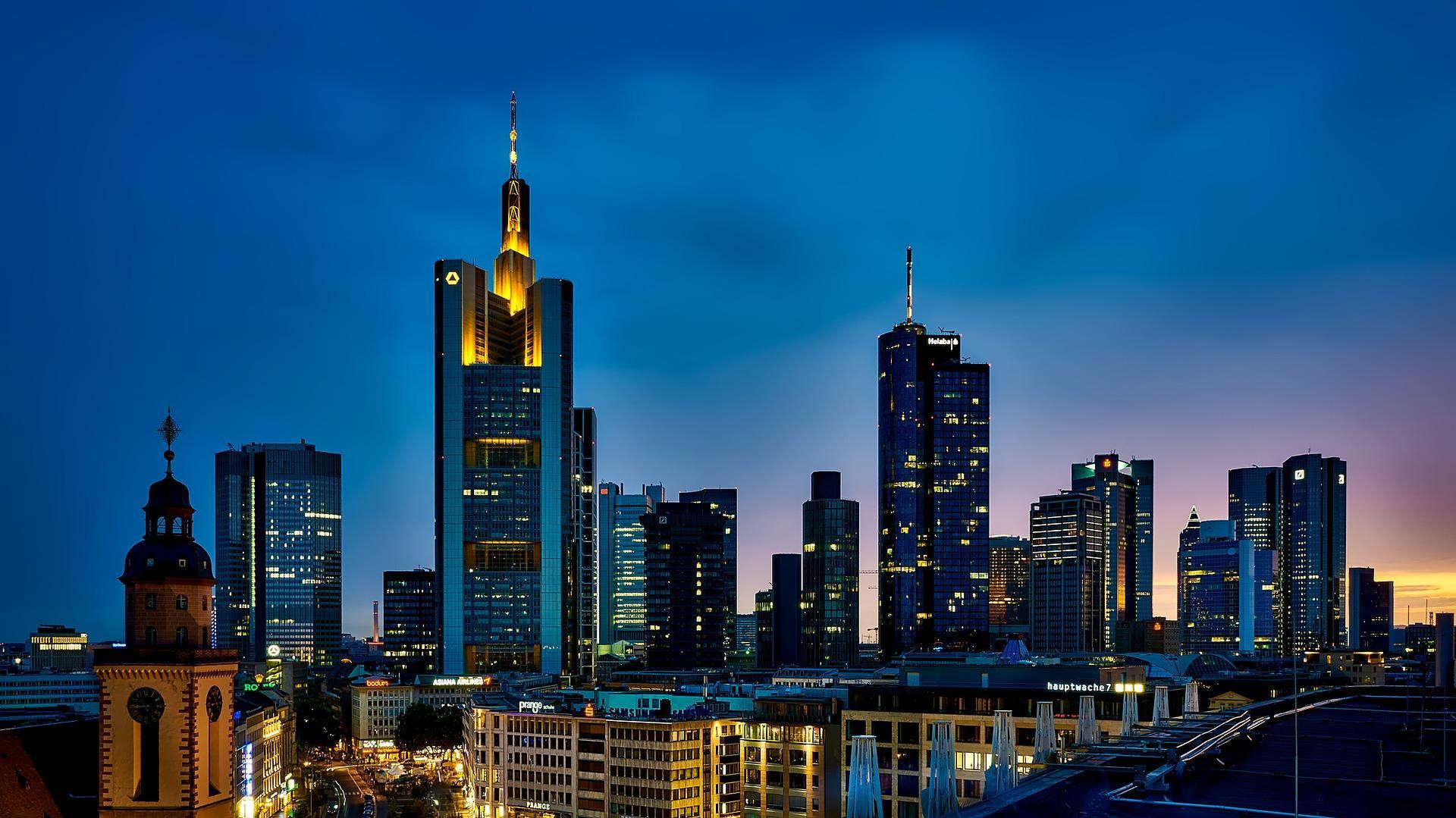 Bild von Frankfurter Skyline bei schönem Sonnenuntergang