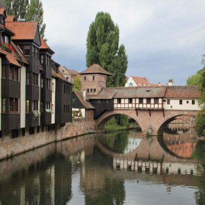 Picture of a historic Nuremberg bridge reflected in the water