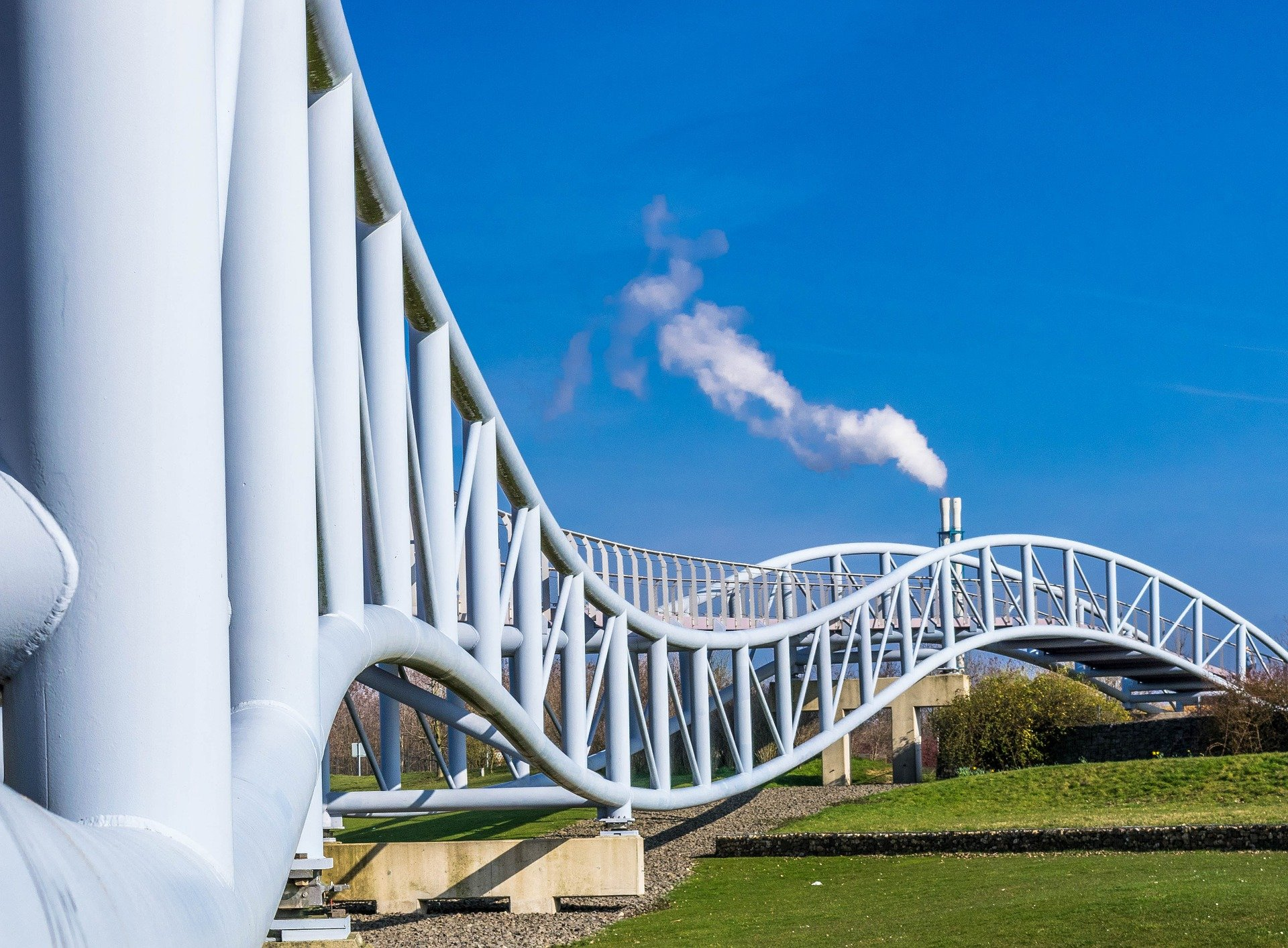 geschwungene Brücke in Leverkusen