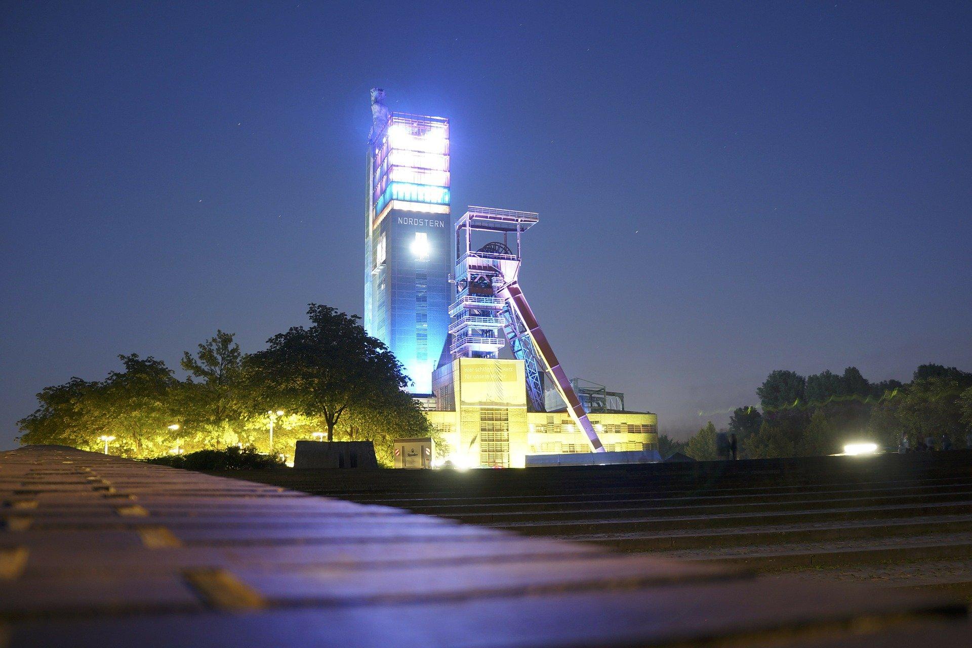 Bild der Zeche in Gelsenkirchen bei Nacht