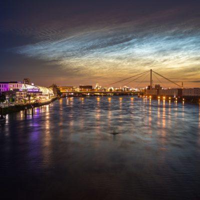 mystische Stimmung über dem Rhein in Ludwigshafen