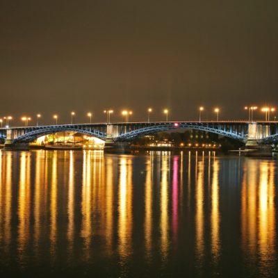 Bild von der Rheinbrücke in Mainz bei Nacht
