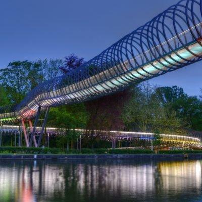 Bild von der beleuchteten Brücke in Oberhausen