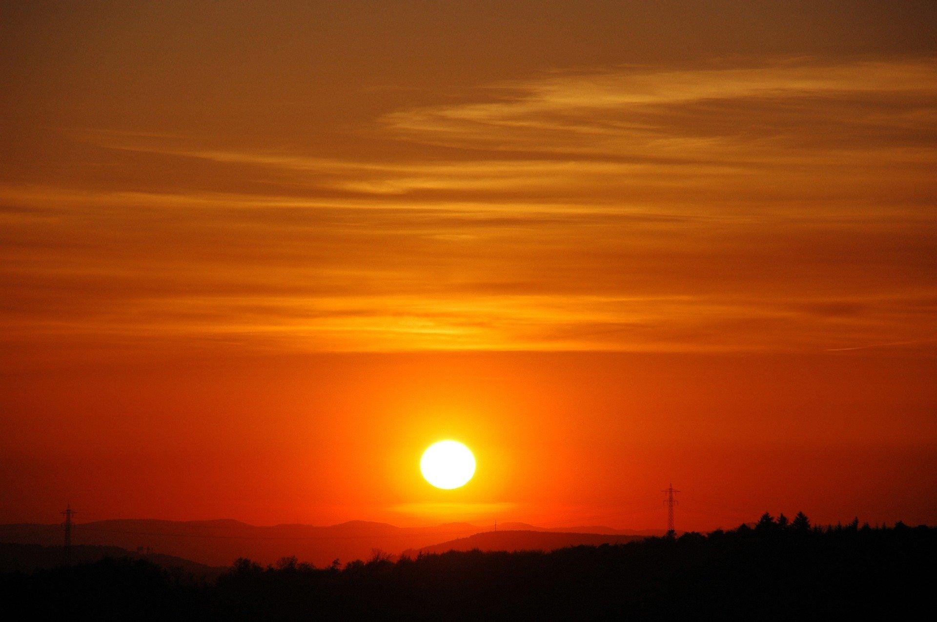 Sonnenuntergang über Pforzheim im Schwarzwald