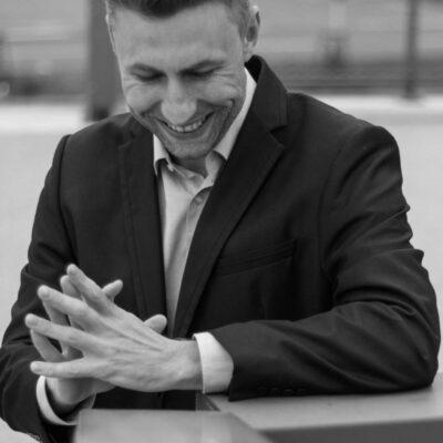 Sympathischer Gigolo Jonas aus Karlsruhe bietet verschiedene Escort-Services für Frauen an