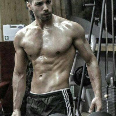 TOP Callboy Laurenz aus Wien beim Training im Fitness-Studio