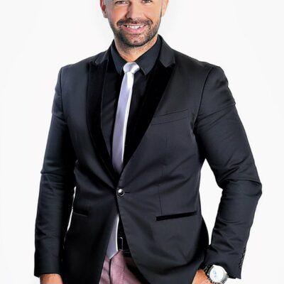 Hübscher Mann in schönem Anzug und Krawatte