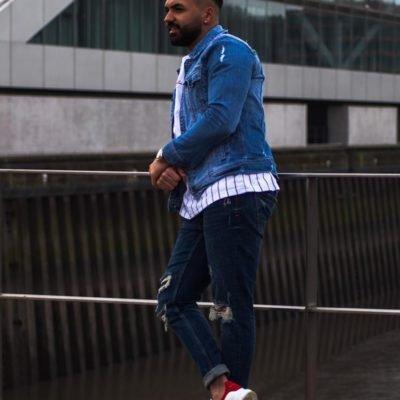 Hübsches Männermodell aus Hamburg in blauer Jeansjacke