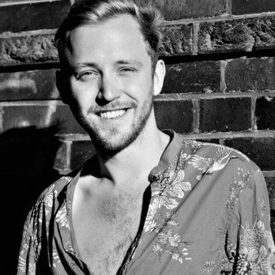 Lächelndes Männermodell aus Hannover