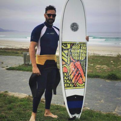 Surferboy aus Deutschland, der international als Callboy oder Gigolo arbeitet