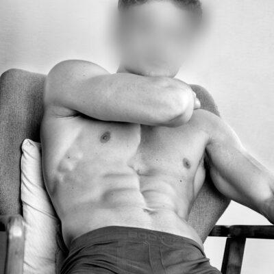 Attraktiver Herr mit tollem Körper in Boxershorts
